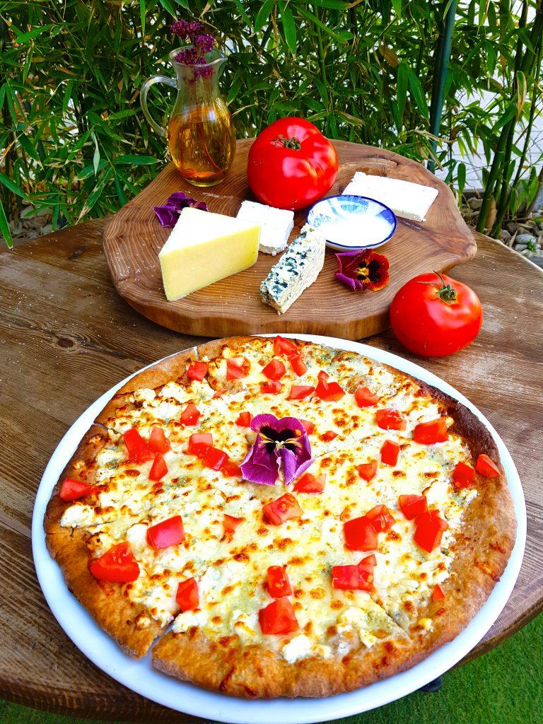 Пица с фермерски сирена